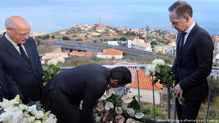 Portugal Busunglück in Madeira - Außenminister Heiko Maas legt Kranz nieder (picture-alliance/dpa/A. Franca)