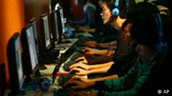 Symbolbild China Internet Internetcafe lan party zensur