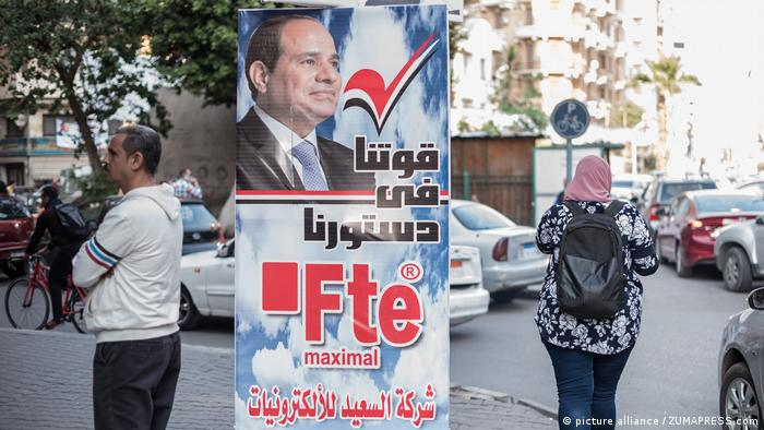 Poster showing el-Sissi and urging voters to vote yes. (picture alliance / ZUMAPRESS.com)