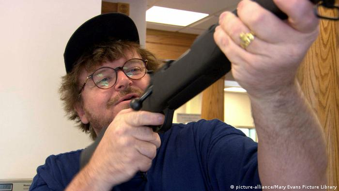 Film Bowling for Columbine Michael Moore (picture-alliance/Mary Evans Picture Library)
