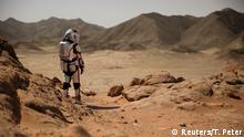 مشروع محاكاة يظهر فيه رائد فضاء على سطح المريخ