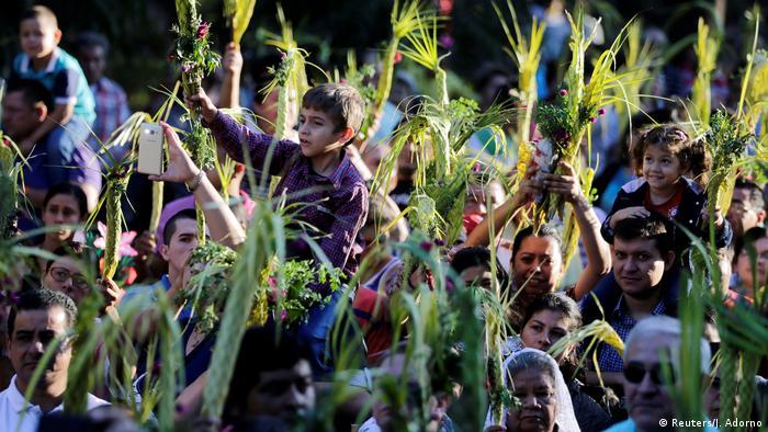Christentum   Karfreitagsprozession   Kreuzigung   Paraguay (Reuters/J. Adorno)