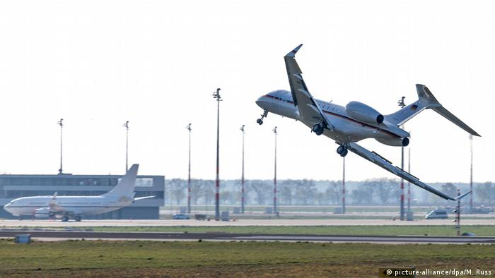 A Global 5000 jet leans severely as it lands at Berlin Schönefeld airport.