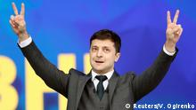 Volodymyr Zelenskiy flashes the victory sign (Reuters/V. Ogirenko)