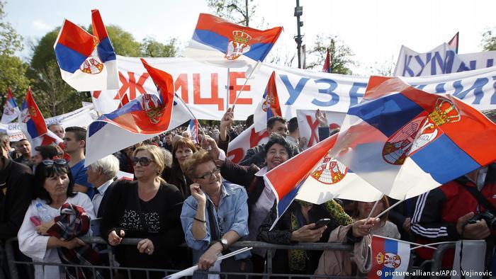 Serbien, Belgrad: Pro-Regierungs Demonstration