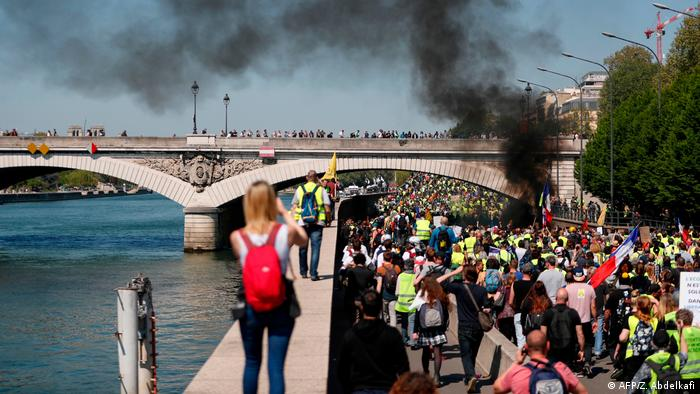 آتش خشم جلیقه زردها در پاریس شعله کشید