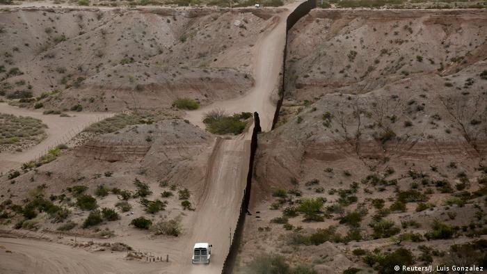Guarda americana patrulha fronteira com o México