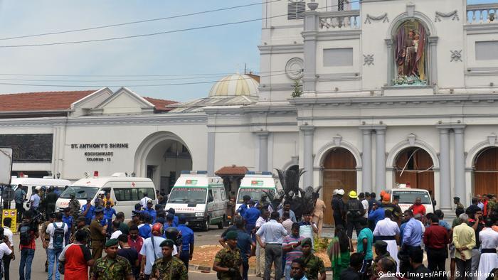 Sri Lanka Colombo Sicherheitskräfte nach Explosion vor St. Anthony's Kirche