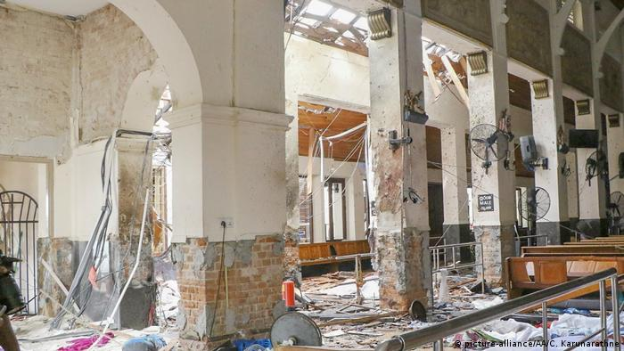 Sri Lanka Colombo Explosion in St. Anthony's Kirche (picture-alliance/AA/C. Karunarathne)