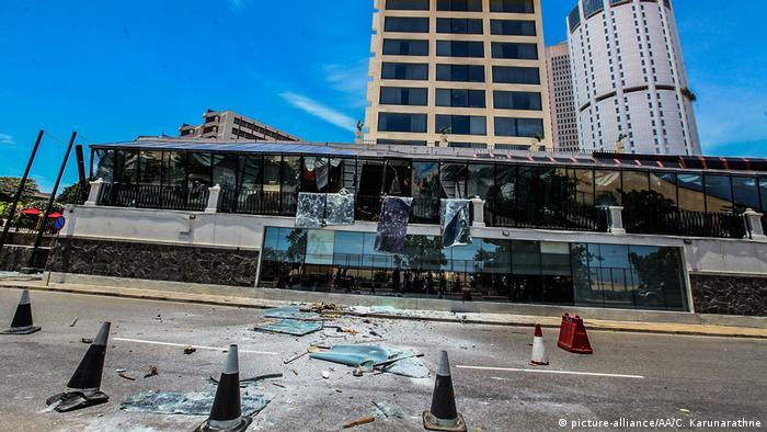 Zerstörte Fassade des Shangri-la-Hotels in Colombo (Sri Lanka) (picture-alliance/AA/C. Karunarathne)