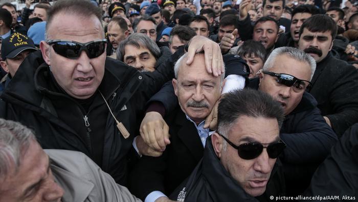 Türkei | Angriff auf Oppositionspolitiker Kemal Kilicdaroglu in Ankara (picture-alliance/dpa/AA/M. Aktas)