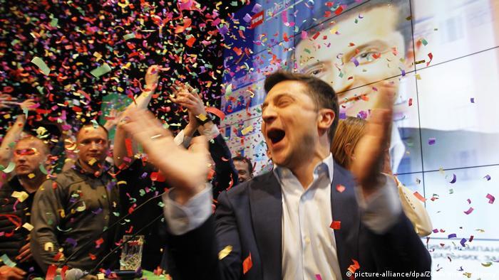 Владимир Зеленский радуется победе на президентских выборах