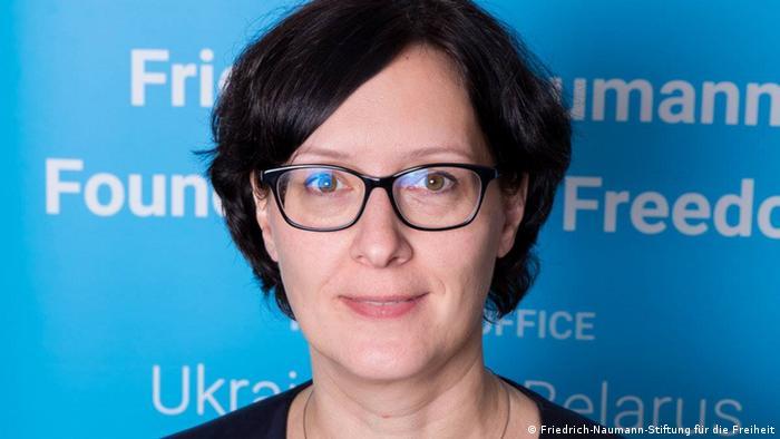 Беате Апельт - керівниця представнитства в Україні і Білорусі німецького Фонду імені Фрідріха Наумана за Свободу. Фонд Наумана сповідує ліберальні цінності і споріднений з Вільною демократичною партією Німеччини.