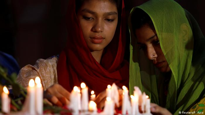 People light candles for the victims of Sri Lanka's serial bomb blasts