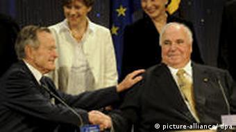 Bush and Kohl shaking hands