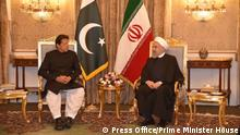 Pakistan PM Imran Khan trifft Iran Präsident Hassan Rouhani in Tehran (Press Office/Prime Minister House)