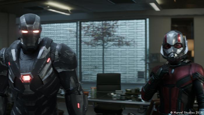 Avengers Endgame Filmstill, zwei Figure in futuristischen Rüstungen (Marvel Studios 2019)