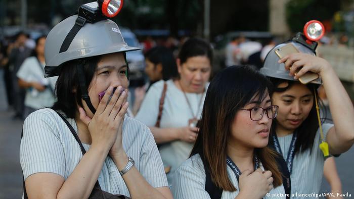 Philippinen - Erdbeben der Stärke 6,1 (picture alliance/dpa/AP/A. Favila)