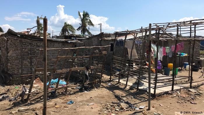 Mosambik l nach dem Zyklon l Fragile Hütten am Meer (DW/A. Kriesch)