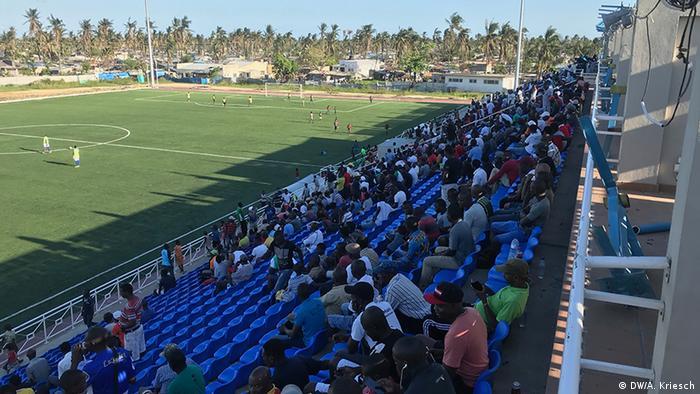 Mosambik l nach dem Zyklon l Ablenkung im Stadion (DW/A. Kriesch)