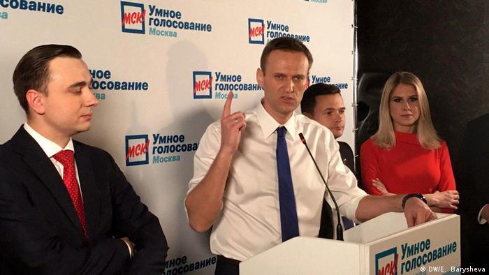 Алексей Навальный во время встречи с независимыми кандидатами в депутаты Мосгордумы 22 апреля
