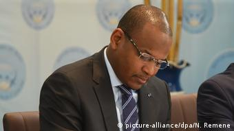 Mali, Bamako: Dr. Boubou Cisse (Mitte) (picture-alliance/dpa/N. Remene)