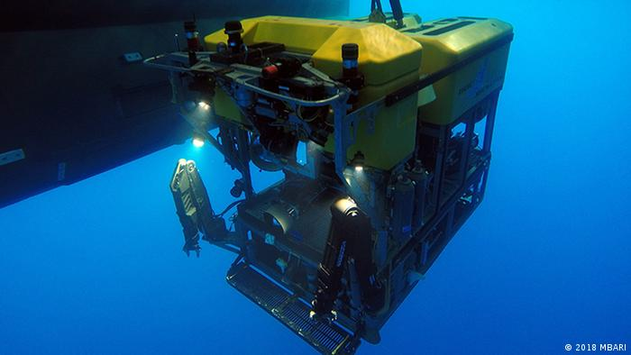 An underwater robot being deployed at the Pescadero Basin (2018 MBARI)