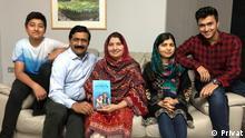 Malala Yousafzai mit der Familie