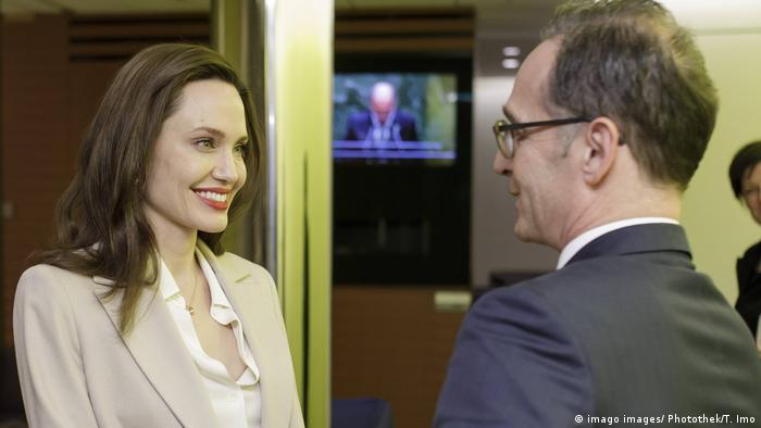 Heiko Mass, ministro de Asuntos Exteriores de Alemania, junto a Angelina Jolie.
