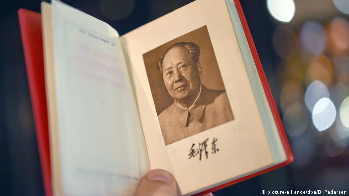 Buch: Mao-Bibel - Die Worte des Vorsitzenden Mao (picture-alliance/dpa/B. Pedersen)