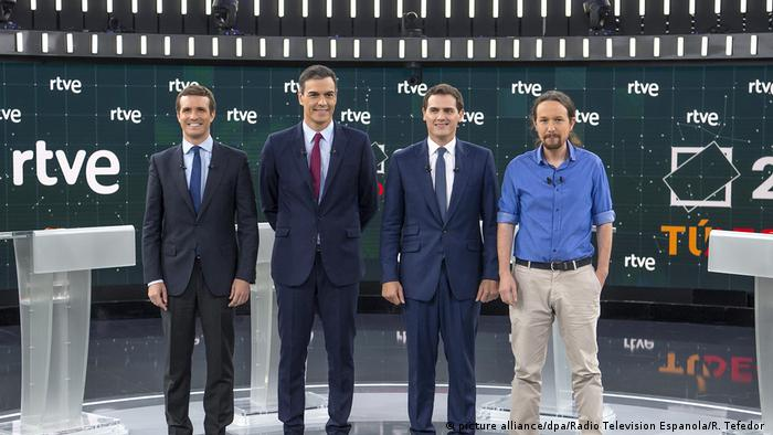 Prime Minister Pedro Sanchez of the Spanish Socialist Workers Party (PSOE), conservative People's Party (PP) leader Pablo Casado, Pablo Iglesias of the far-left Podemos party and Albert Rivera, the head of the center-right Citizens party stand on stage during a TV debate (picture alliance/dpa/Radio Television Espanola/R. Tefedor )