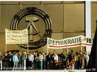 Protesty w Berlinie 04.11.1989 na Alexanderplatz