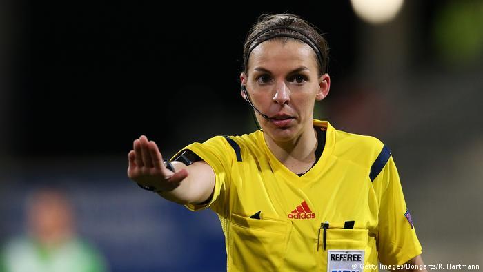 Stephanie Frappart: Árbitro se tornará a primeira mulher a arbitrar uma partida da Liga dos Campeões masculina