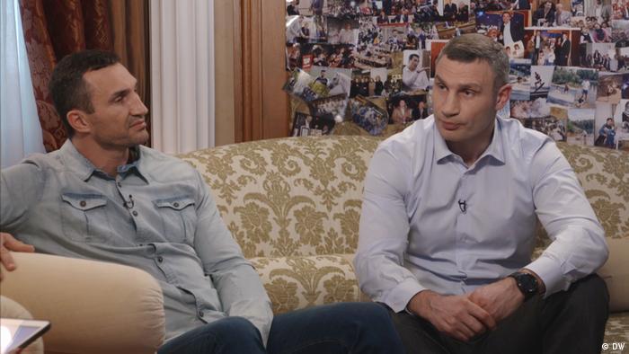 Braća Kličko prilikom intervjuja za DW