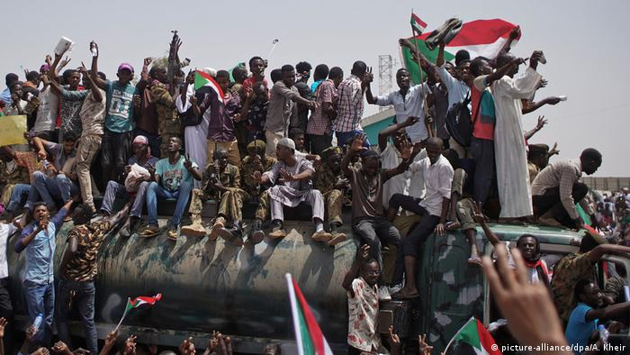 Sudan Khartum Demonstrationen Pro Zivilregierung (picture-alliance/dpa/A. Kheir)