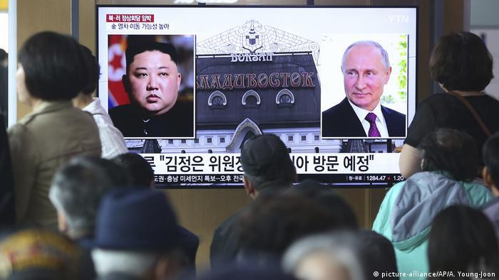 Russland Nordkorea l Treffen von Vladimir Putin und Kim Jong Un (picture-alliance/AP/A. Young-Joon)