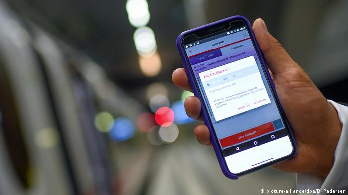 Мобильный форс-мажор: билет на телефоне, телефон сел - что делать пассажиру?