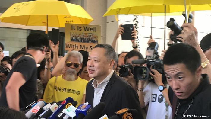Er ist einer der treibenden Kräfte bei den Vorwahlen der Opposition: der Hongkonger Rechtsprofessor Benny Tai (Foto: DW/Vivien Wong)