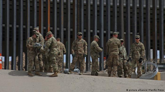 US-Soldaten am Grenzzaun in Texas