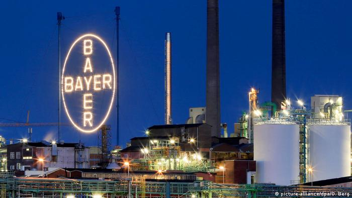 Leverkusen - Bayer Werk (picture-alliance/dpa/O. Berg)