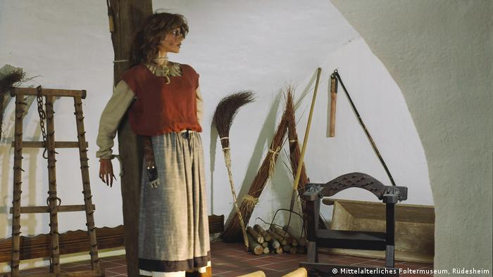 puppet at the stake in a museum (Mittelalterliches Foltermuseum, Rüdesheim)