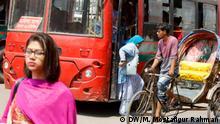Bangladesch Dhaka - Frauen nutzen Bus
