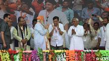 Darbhanga: Premierminister Narendra Modi, begleitet von Bihar-Chef Nitish Kumar, während einer öffentlichen Kundgebung am 25. April 2019
