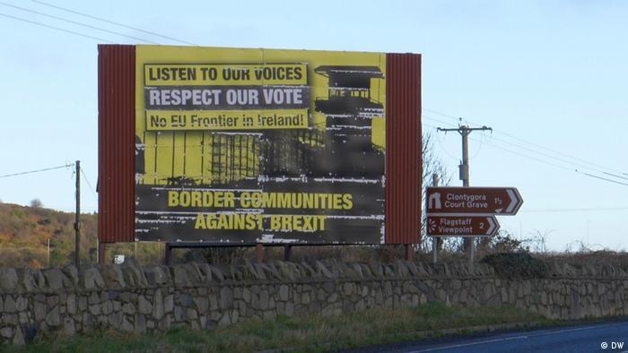 Valla en contra de un posible cierre de frontera entre las Irlandas.