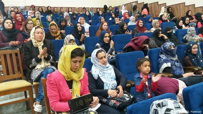 Afghanistan l Frauen rufen die Taliban zur Waffenruhe auf (DW/H. Hamraz)
