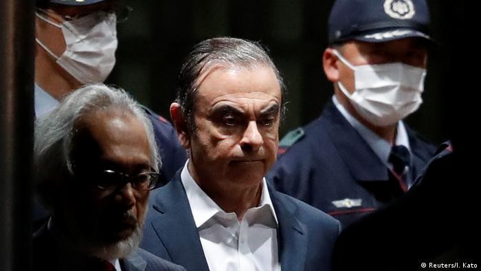 Japan Tokyo - ehemaliger Nissan Motor Vorsitzender Carlos Ghosn verlässt das Tokyo Detention House