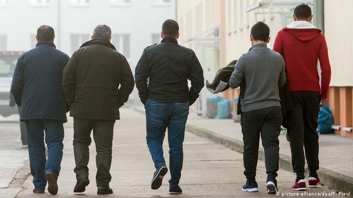 Deutschland Zentrale Ausländerbehörde in Eisenhüttenstadt | männliche Asylbewerber