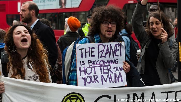 Extinction Rebellion protests in the London financial district (picture-alliance/dpa/NurPhoto/W. Szymanowicz)