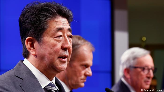Brüssel Japan-EU-Gipfel | Abe & Tusk & Juncker