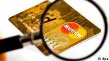 Symbolbild zum Thema Kreditkarten-Betrug und Datenklau. Im größten Fall von Kreditkarten-Betrug in der Geschichte der USA ist ein 28-jähriger Computer-Hacker angeklagt worden, teilte das US-Justizministerium am Montag, den 17.08.2009 (Ortszeit) in Washington mit.
